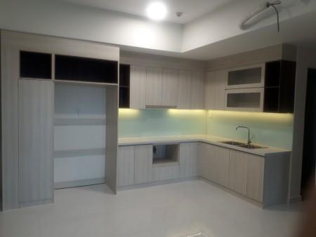 Cho thuê căn 3PN/2WC giá 10tr/tháng ntcb có rèm, máy lạnh, bếp, máy hút - view cao landmark 81 mát mẻ, 986m2, 3 phòng ngủ, 2 toilet