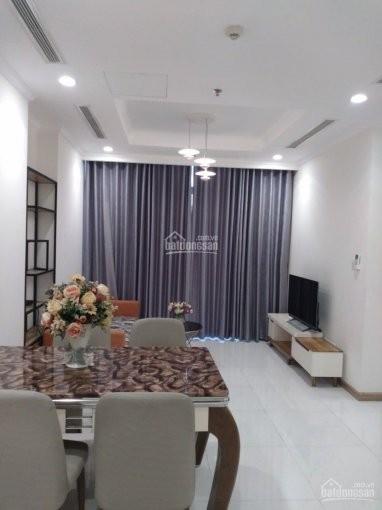 Cho thuê căn hộ lầu cao đày đủ nội thất cao cấp, gần Landmark 81. Giá thuê 18 triệu bao phí quản lý, 89m2, 2 phòng ngủ, 2 toilet