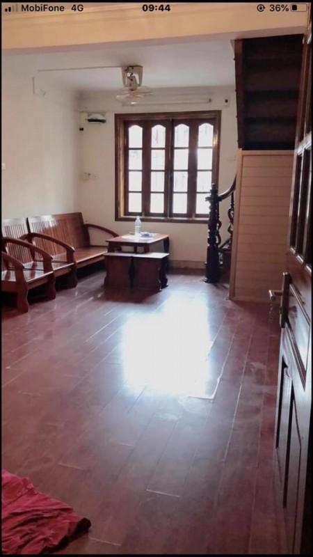 Cho thuê căn hộ tập thể ở mặt phố Quán Sứ, Trần Hưng Đạo, Hoàn Kiếm., 45m2, 2 phòng ngủ,