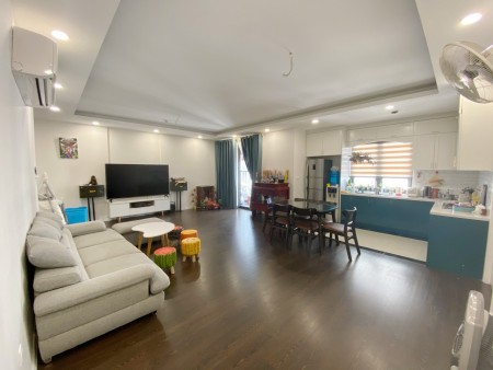 Cho thuê cho thuê căn hộ Imperil 360 Giải Phóng., 130m2, 4 phòng ngủ,