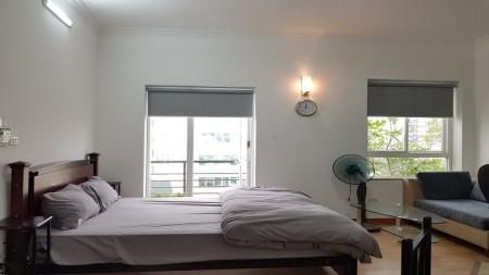 Cho thuê căn hộ giá rẻ tại Trần Hưng Đạo, Hoàn Kiếm, 30m2, 1PN, ban công thoáng, 30m2, 1 phòng ngủ, 1 toilet